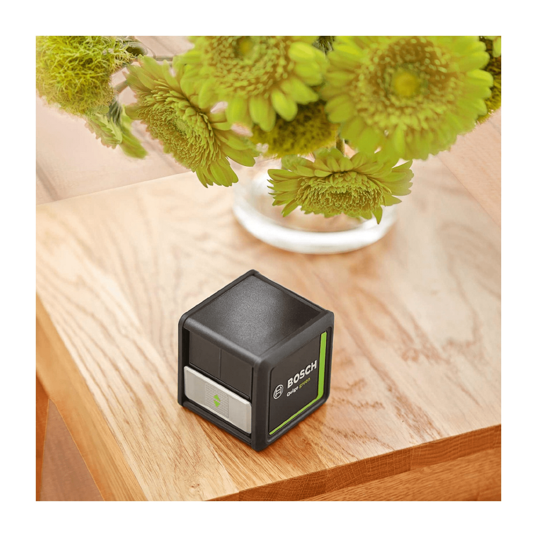 Линеен лазерен нивелир Bosch Quigo Green с 2 лъча, 12 м, 0.8 мм/м